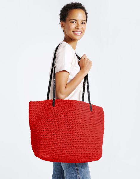 Carrie on tote mt lipstick red