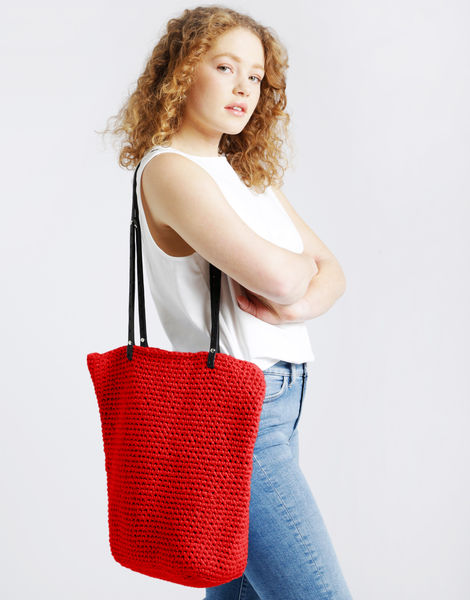 Totally tote mt lipstick red