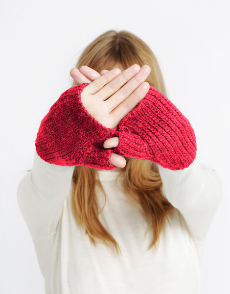 Full of love mittens sba rubyred