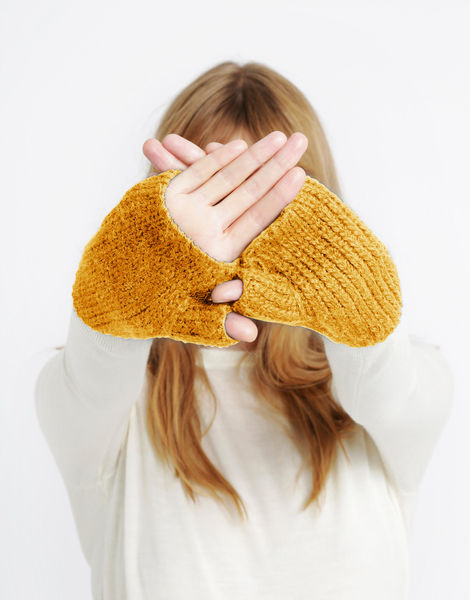 Full of love mittens sba soyellow
