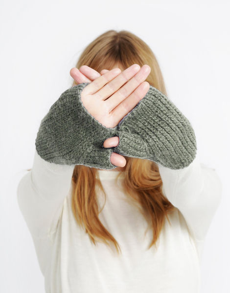 Full of love mittens sba moss green