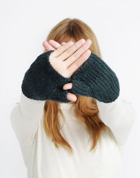 Full of love mittens sba forest green