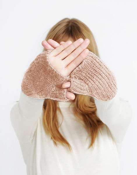 Full of love mittens sba cameo rose