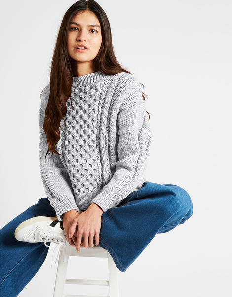 Cast away sweater nwy white noise